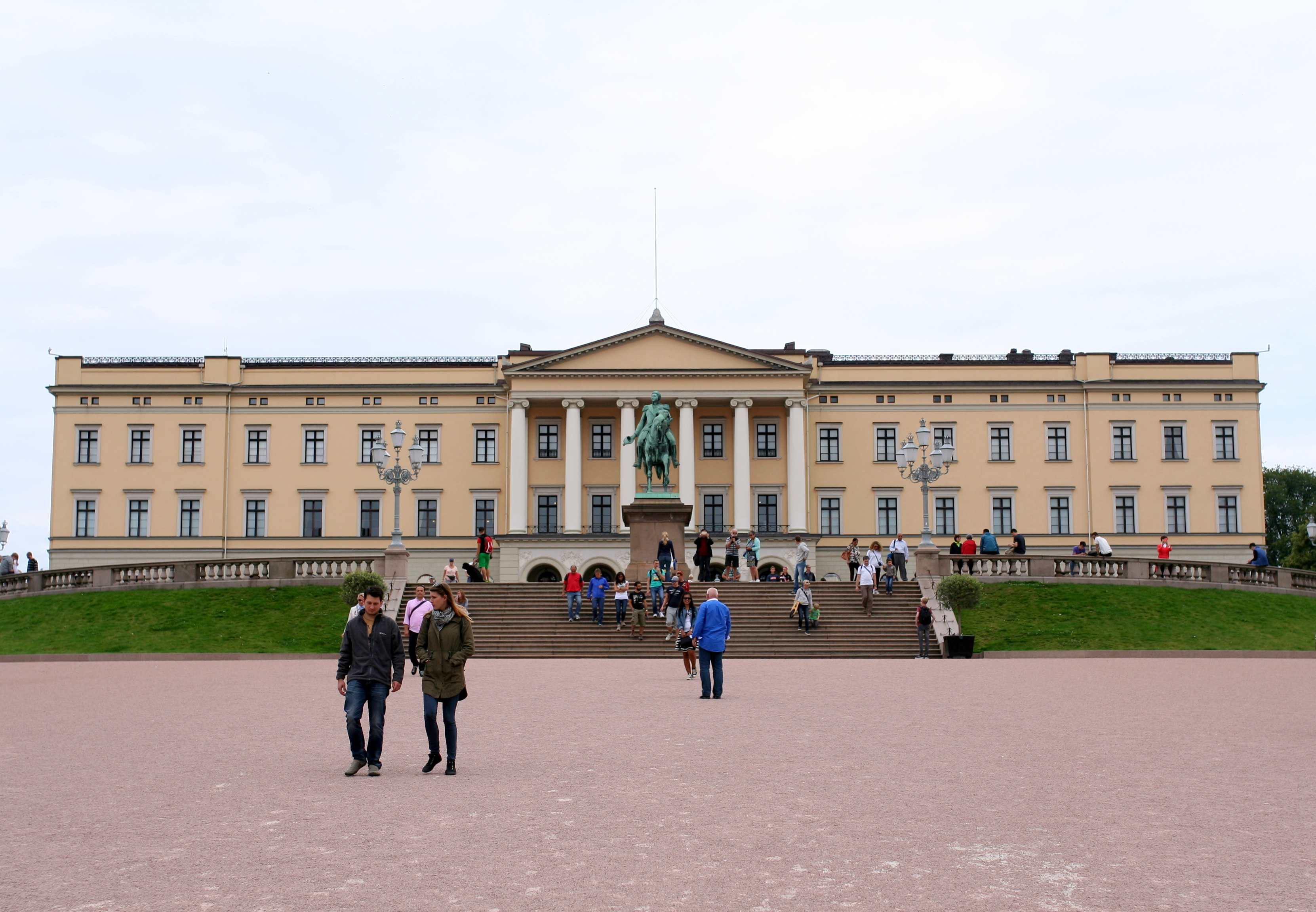 Tall Girl's Fashion // The royal castle of Oslo, Norway
