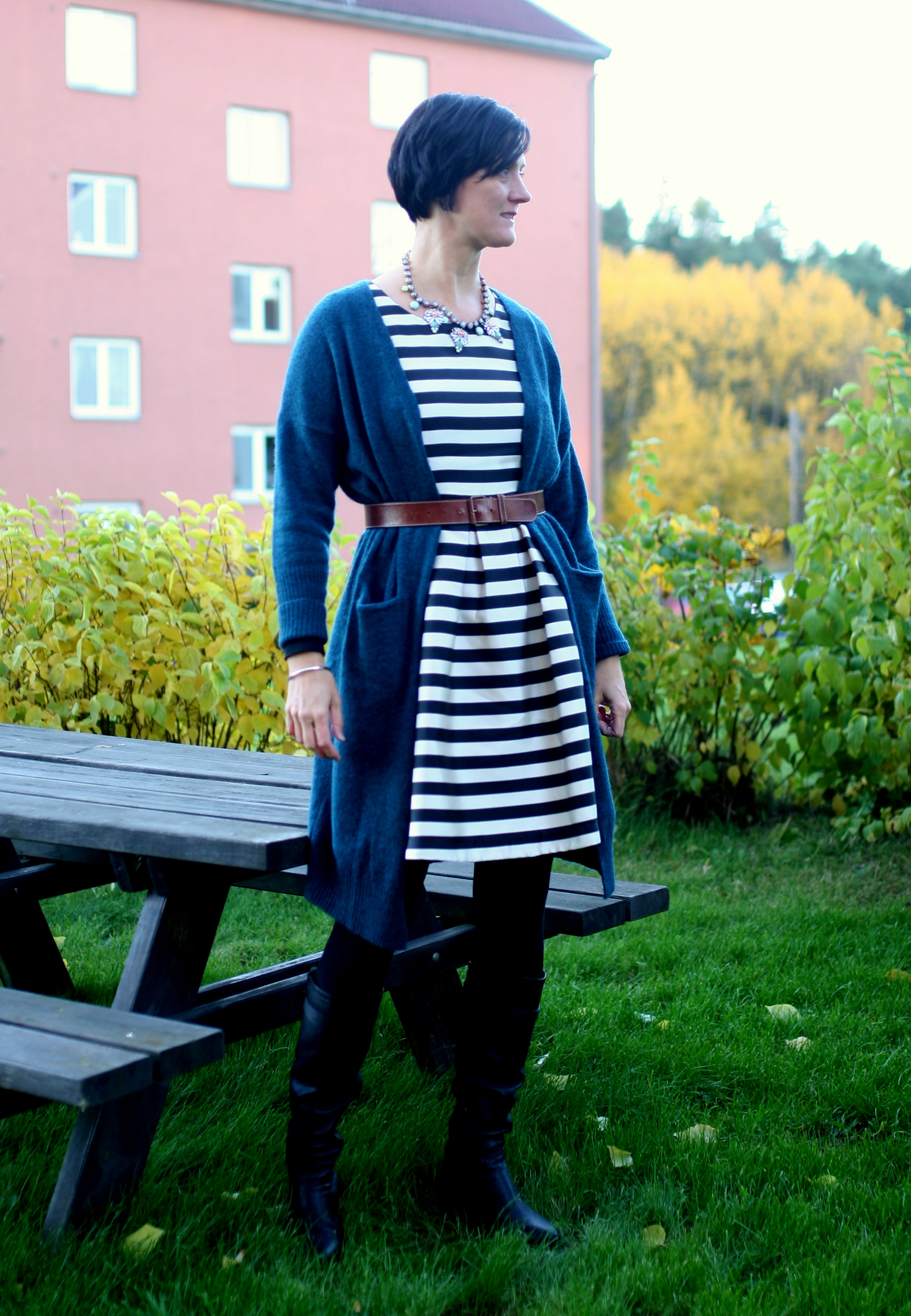 Tall Girl's Fashion // Wearing summer dresses in autumn