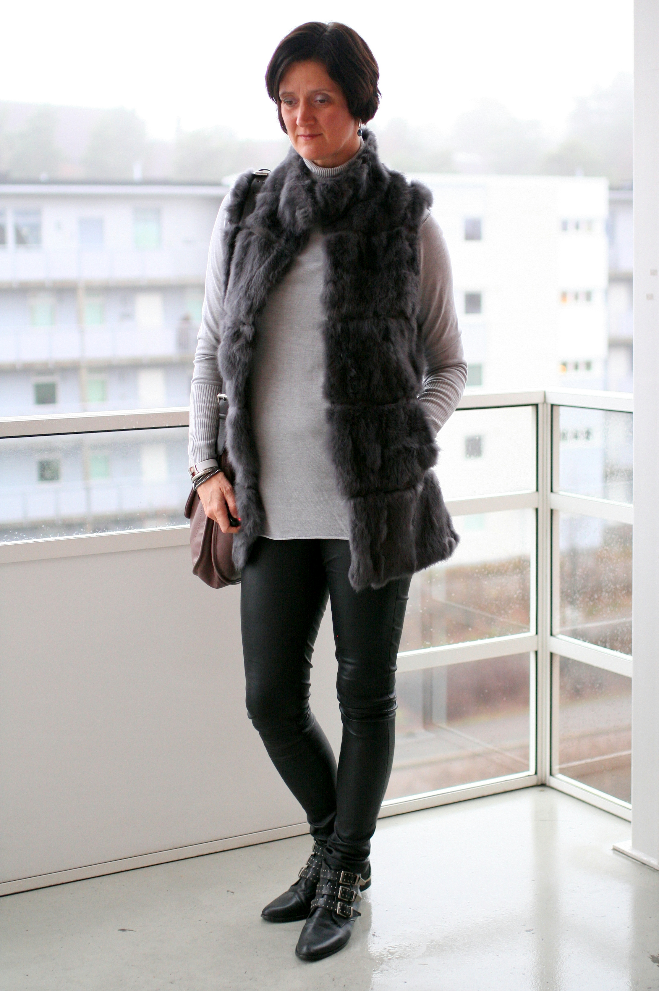 Tall Girl's Fashion // Styling a fur vest