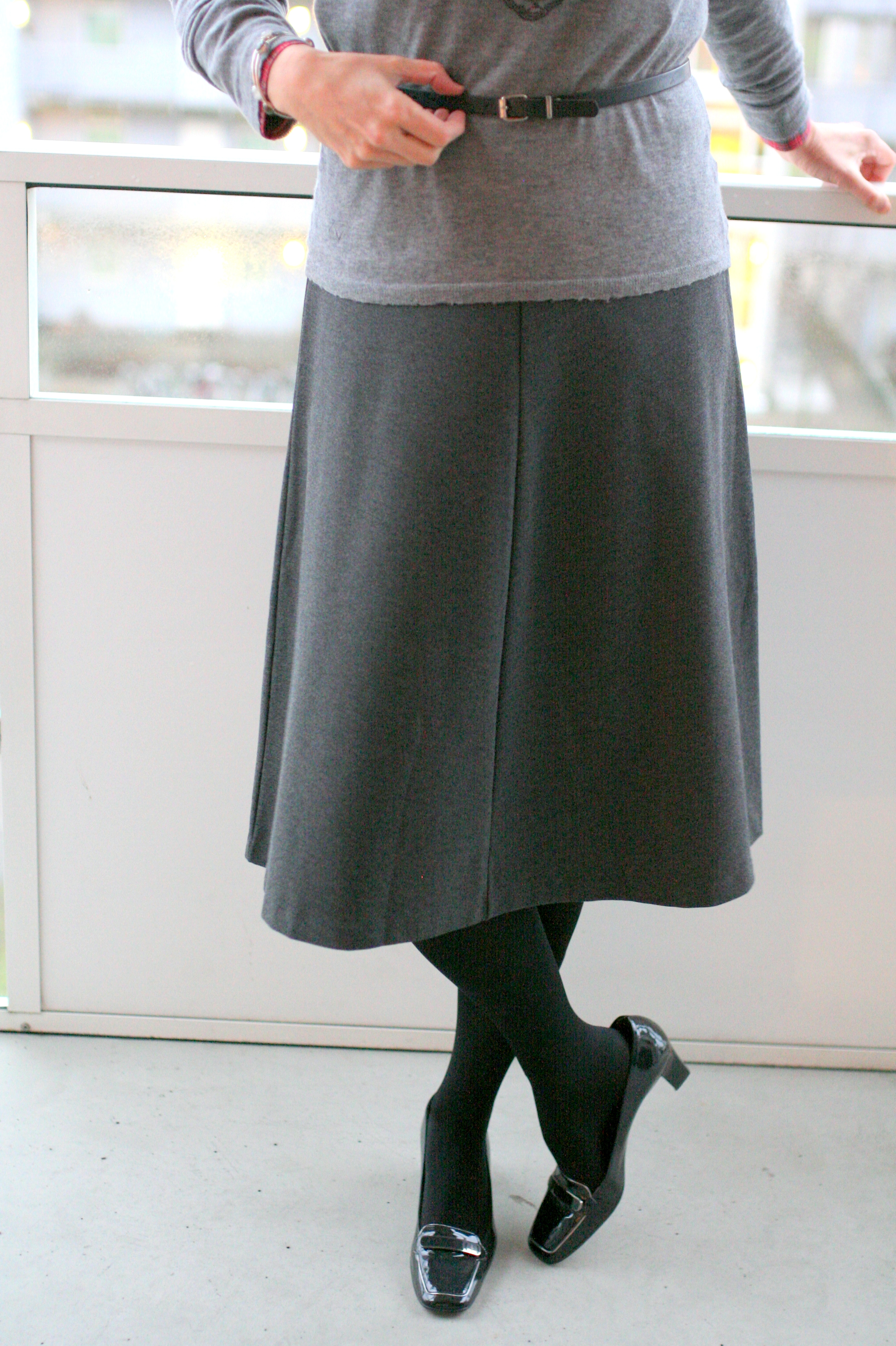 Tall Girl's Fashion // How to style a midi skirt